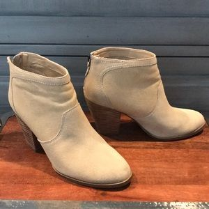 ISO Gray by Saks 5th Ave Stella Boot Sz 7.5